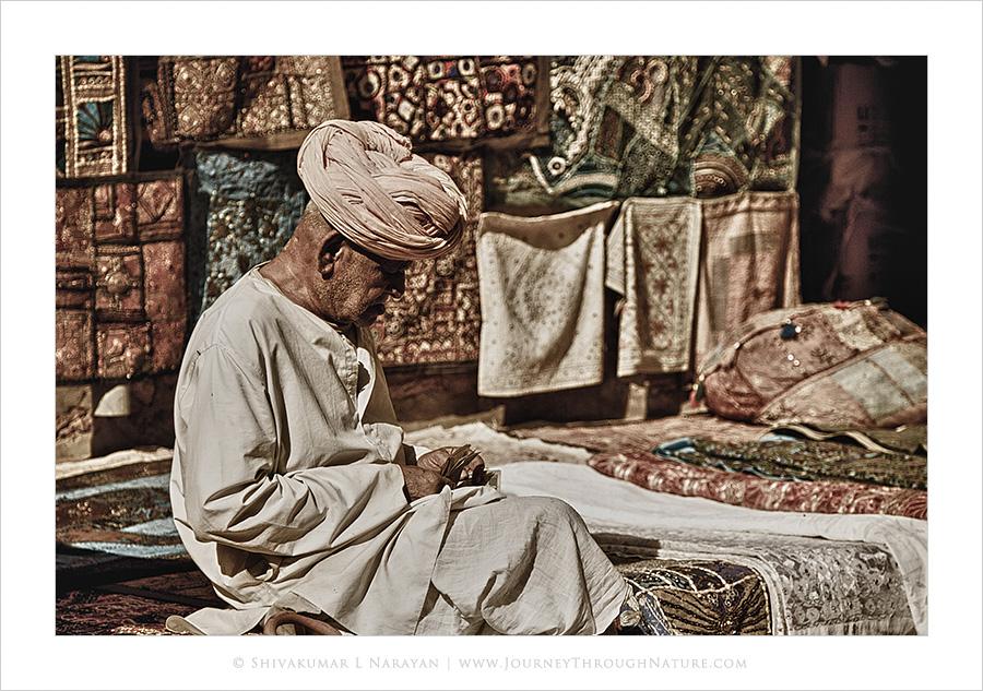 OldManCountingMoney_Jaisalmer