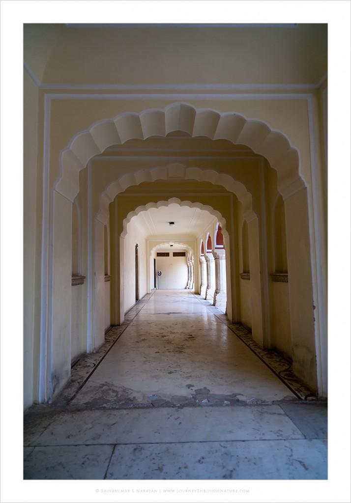 Tunnel passage inside Jaipur City Palace